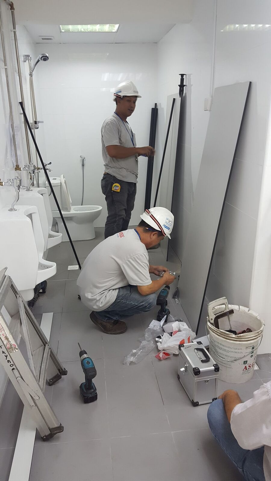 commercial-bathroom-4